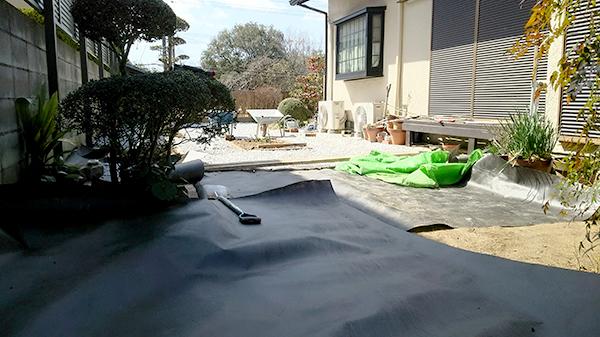 庭に防草シート
